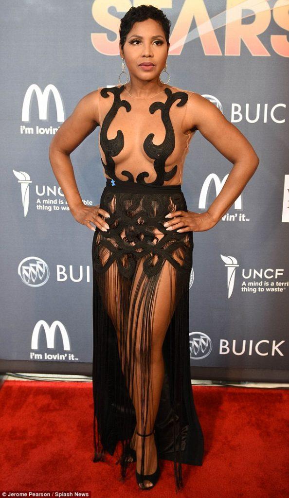 Un-Break my bra! Toni Braxton Goes Braless In Daring Black Number at Charity Event